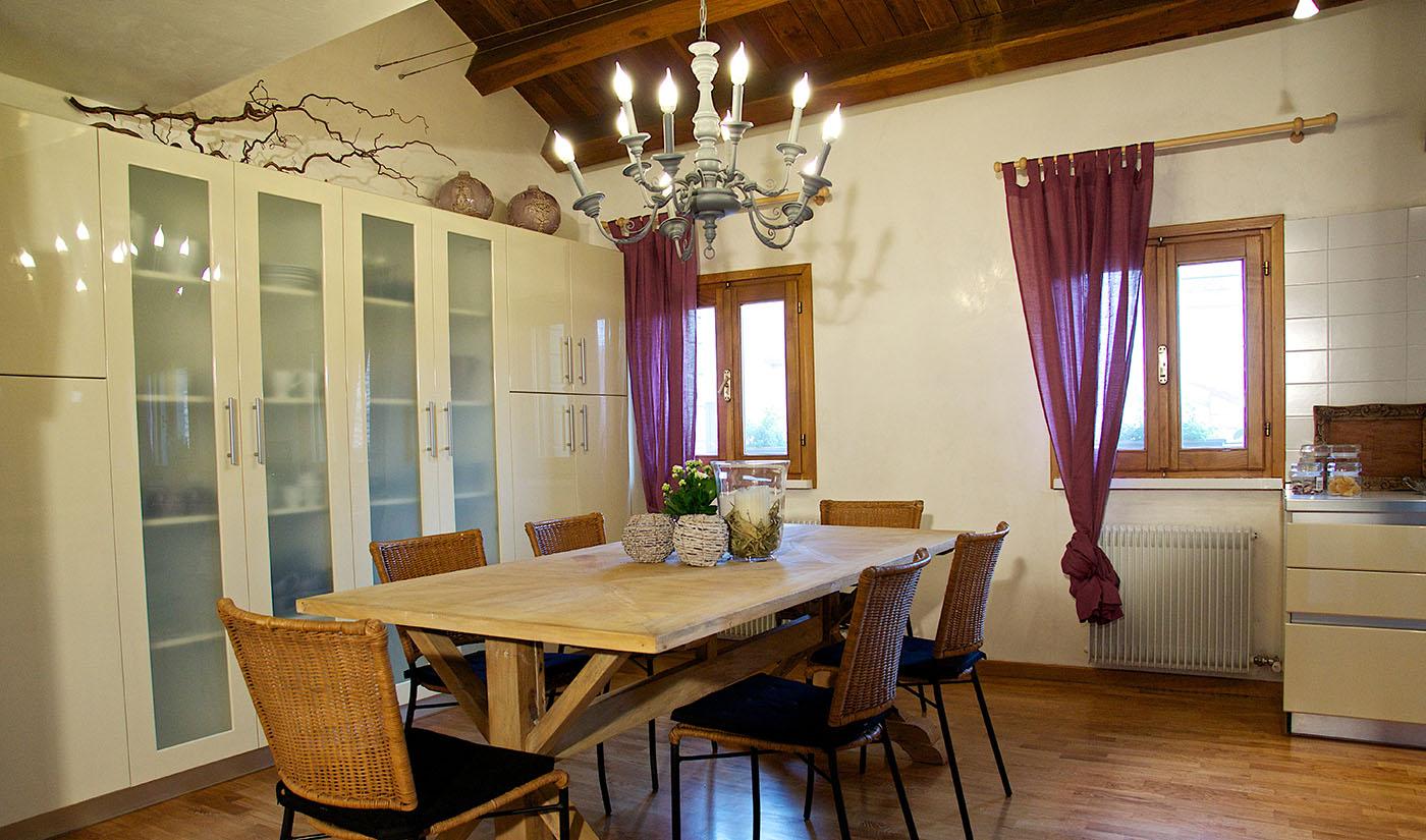 bed-breakfast-treviso-tavola-salotto
